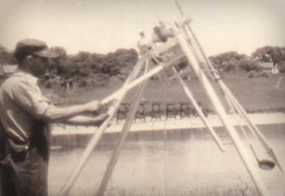 1935 타이틀리스트가 처음으로 골프볼의 볼비행을 테스트 할 수 있는 드라이빙 기계를 개발하다