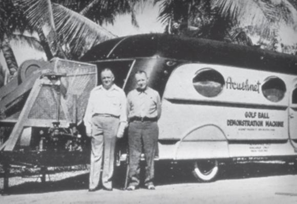 1936 아쿠쉬네트 골프볼 시연 기계를 활용한 순회 시범을 통해 골퍼들과 PGA 프로선수들에게 타이틀리스트 골프볼의 뛰어난 퍼포먼스와 우수한 품질을 입증하다.