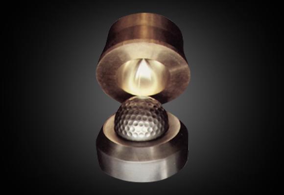 1968 골프업계에서 처음으로 자체 호브절삭 공정과 딤플 몰드를 개발하다.