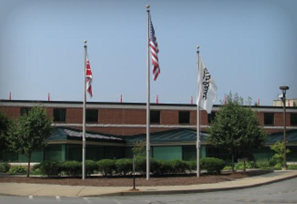 1990 솔리드 골프볼 제작을 위해 최신식 두번째 볼 공장이 메사츄세츠주 뉴 베드포드에 114,000 평방피트의 규모로 세워지다.